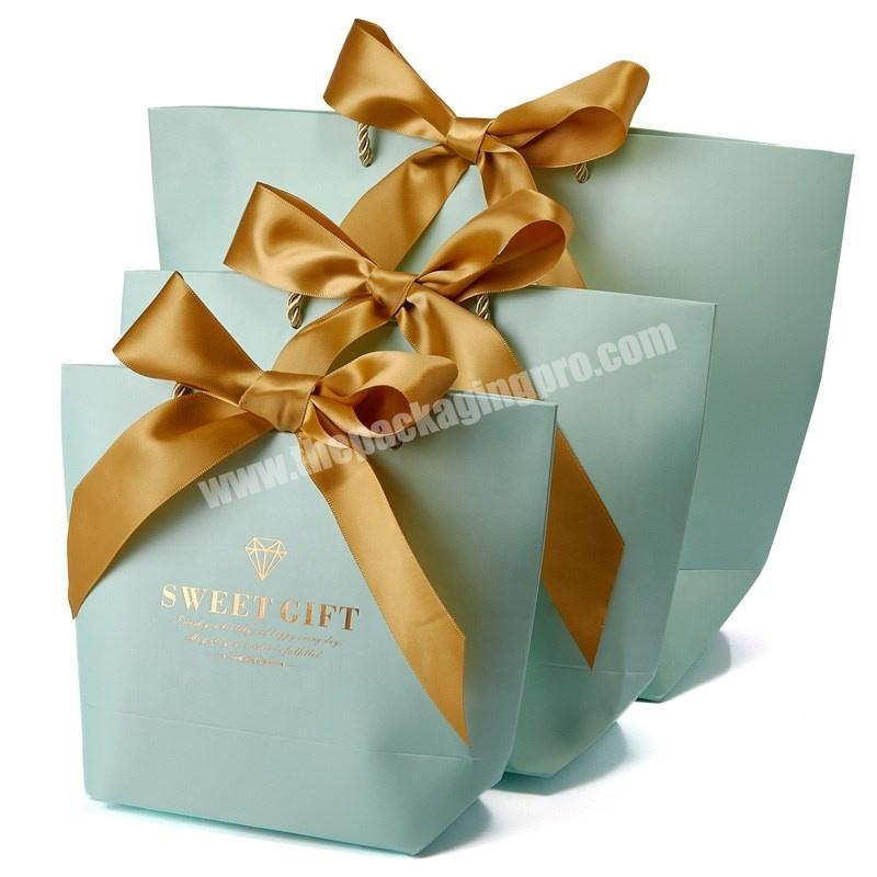 2020 China Factory Customized Fancy Merry Christmas Paper Gift Bag For Wholesale