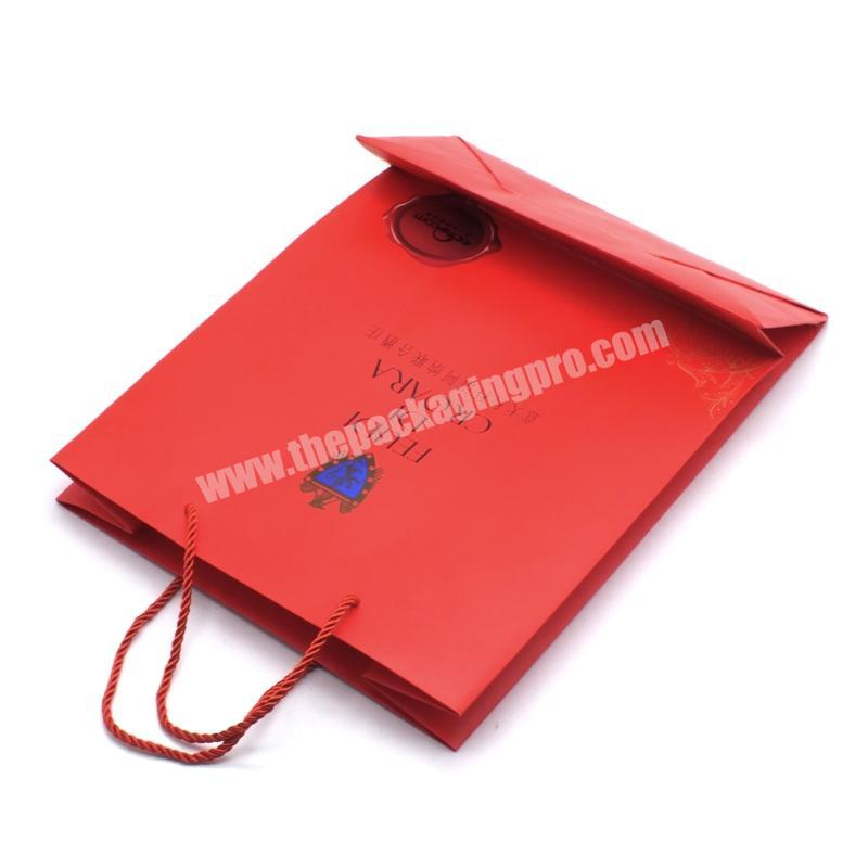 Supplier 2020 Popular factory new customized art paper glittering red paper handle bag for gift clothes packaging paper bag