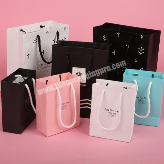 2019  hot sale customized printed paper bag with handles in small MOQ