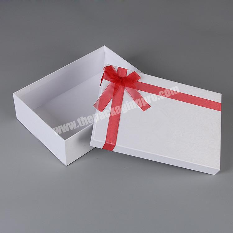 Custom Logo Fancy Cloth White Color Cardboard Gift Packing Box with Lid