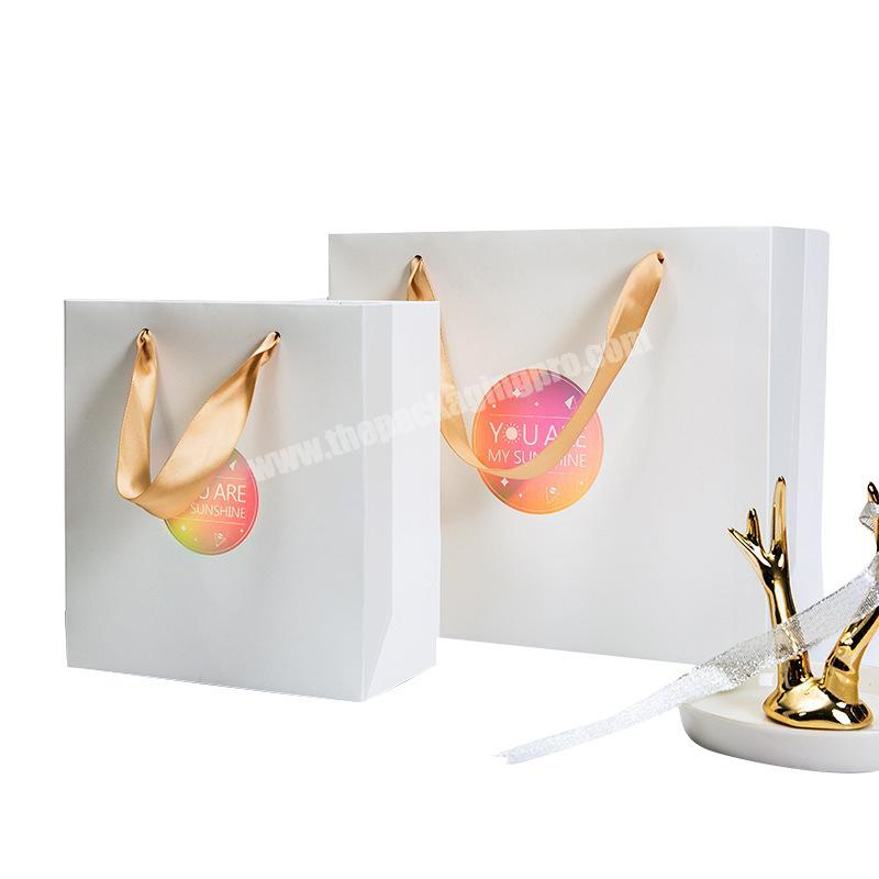 Custom made high quality logo gold foil stamping matt white bolsa de papel kraft for shopping and gifts