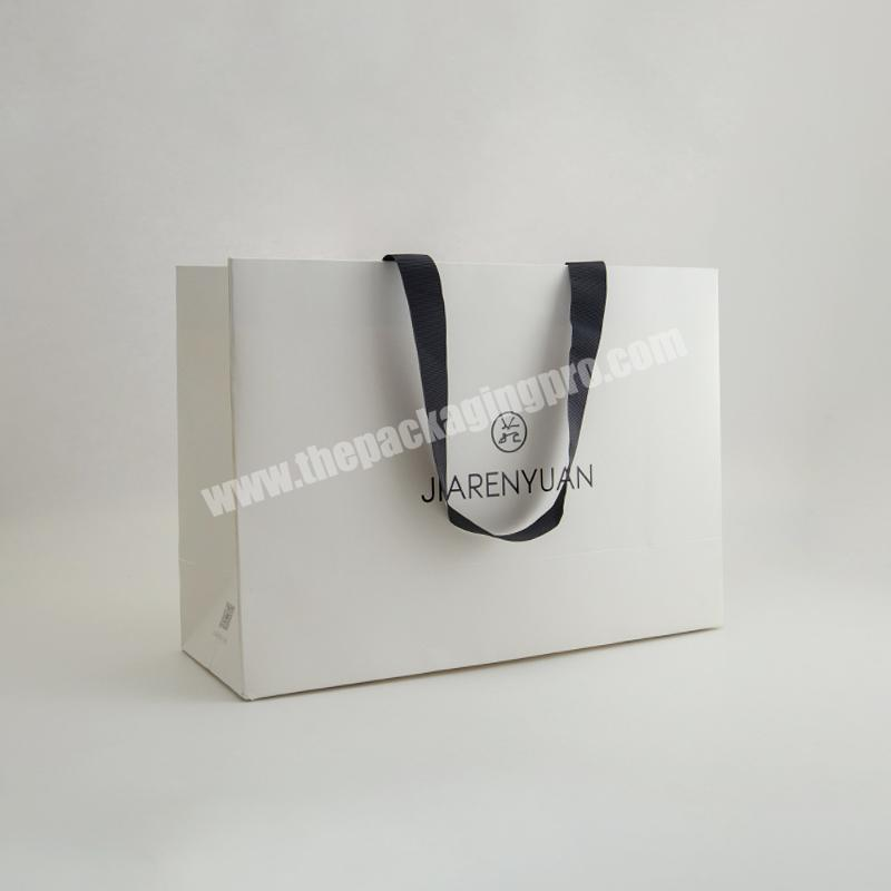 Fashion Luxury Hot Gold Stamping UV Coating Bag Paper Custom Simple Elegant Clothes Packaging Tote Bags Reusable