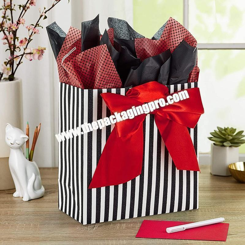 Fashion paper shopping bag custom decorative door gift paper bag with handles