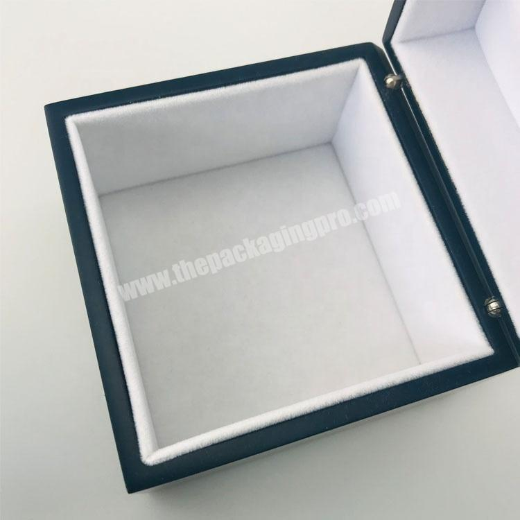 Supplier Smooth matte surface lacquer painted wood packaging box with velvet inside