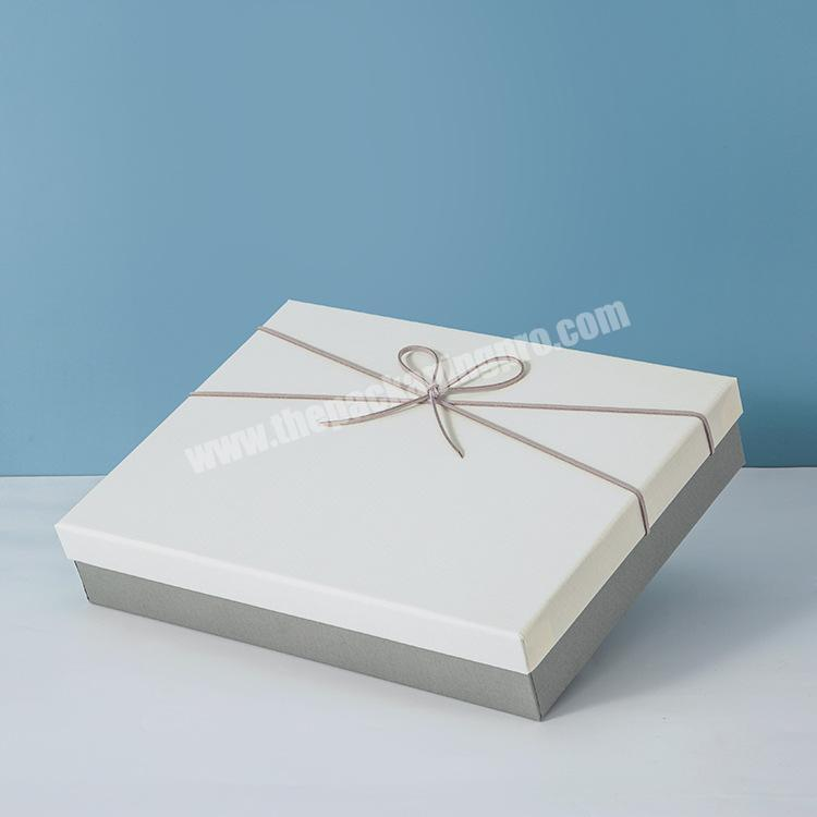 The factory produces customizable size gift boxes for gift packaging