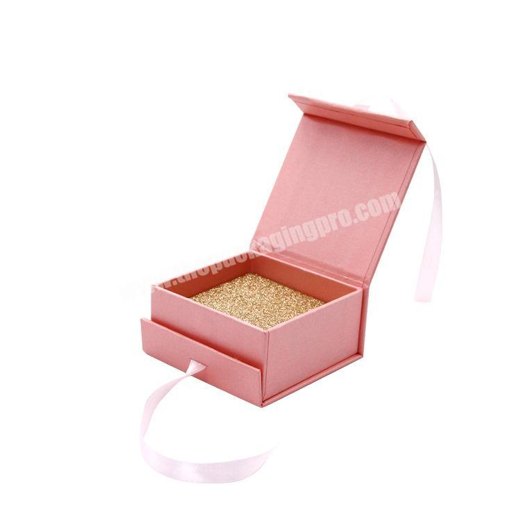 Top Sale Romantic Nice-looking Custom Logo Printed Magnetic Lid Square Pink Jewelry Packing Box with Ribbon